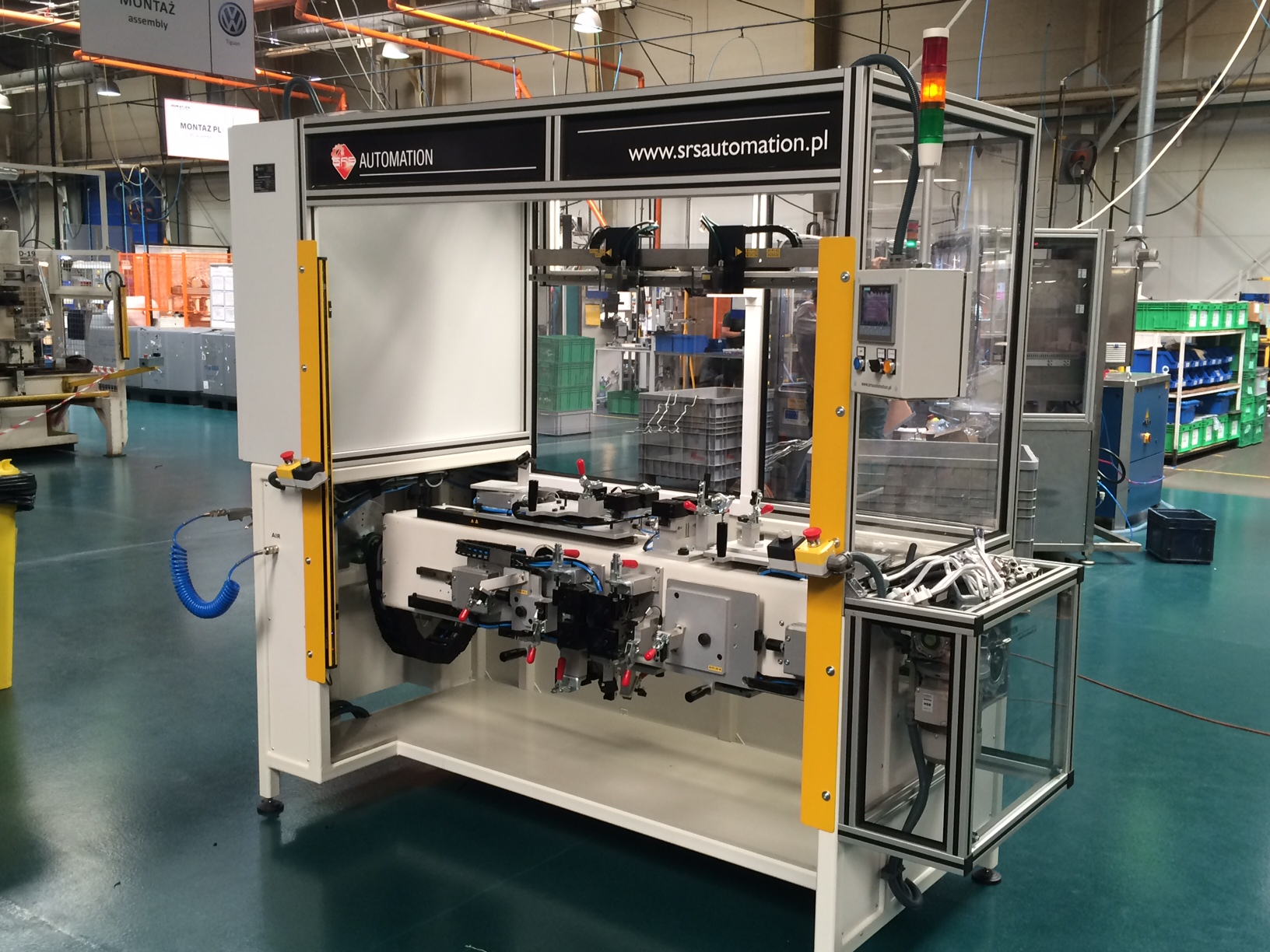Maszyna do montażu przewodów z podwójną kontrolą wizyjną